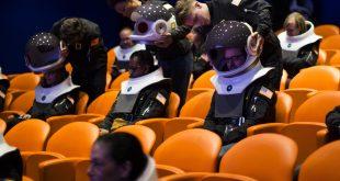 国家地理做了一款沉浸式 VR 头盔,和太空宇航员同款那种