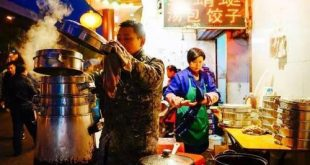 """海归后,我在武汉""""扫街"""":教人开店,帮助城市复苏"""